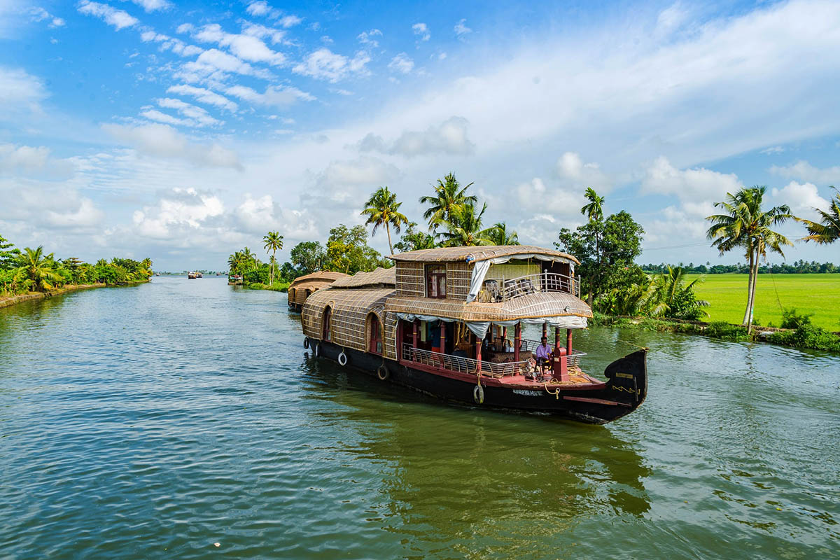 Kerala House Boat Feature Image - India Connections